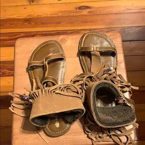 Koolaburra Venus fringe sandal
